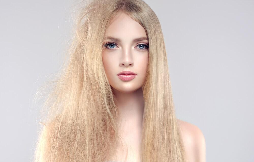 Lissage brésilien sur cheveux blonds