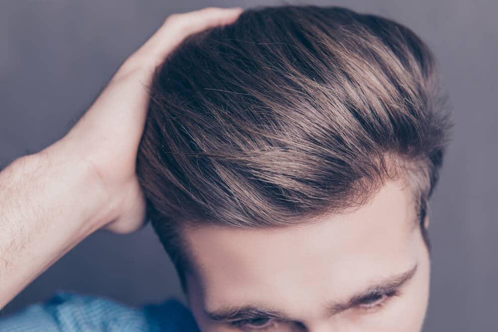 cheveux après un lissage brésilien pour homme